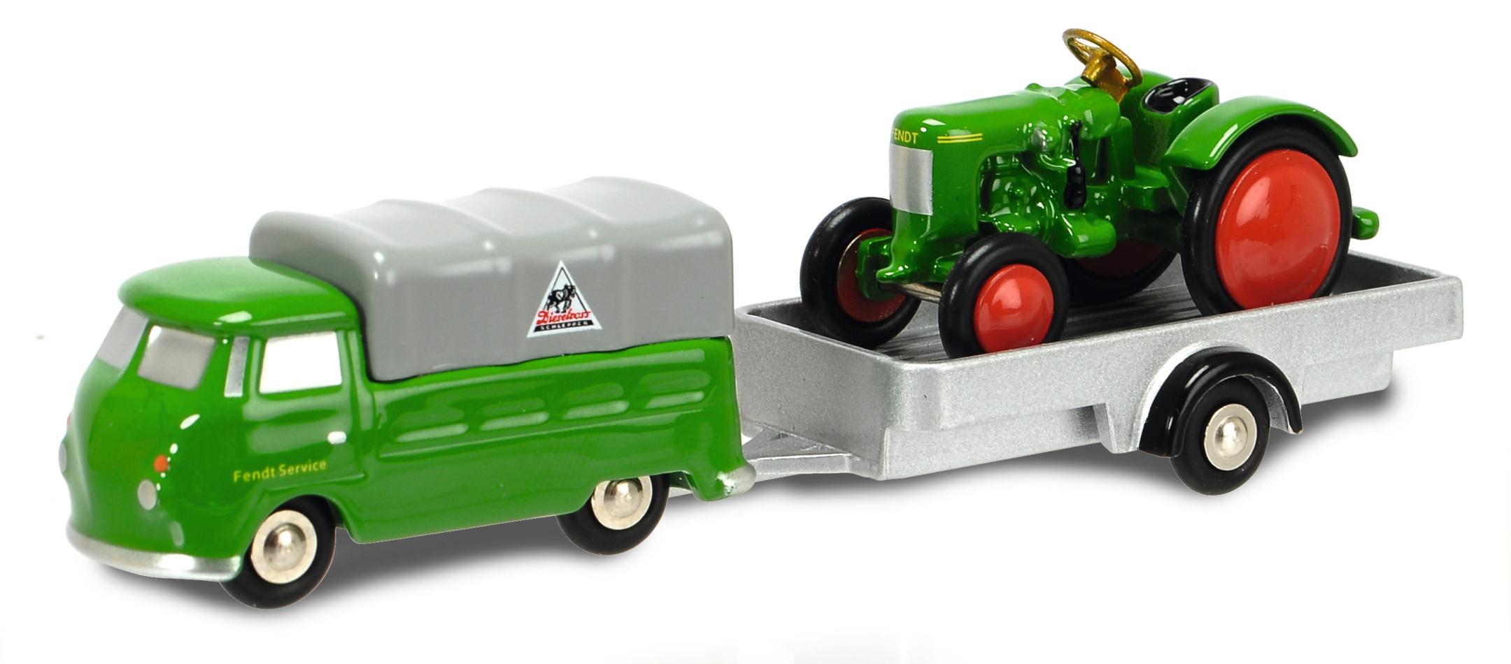 Piccolo VW T1 mit Anhänger und Traktor